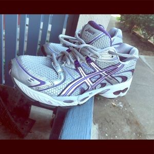 ASICS Gel-Nimbus 11 Womens Size 9.5 Running Gray